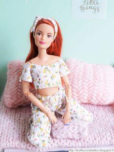Les Fleurs Rebelles • Blog Lifestyle & DIY: Look, déco et tiny food pour une Pyjama Party de poupées Barbie   Challenge Dolls Couture & DIY Princess Barbie Dolls, Barbie Life, Barbie Style, Diy Barbie Clothes, Doll Clothes, Biscuits Halloween, Pyjamas Party, Barbie Summer, Barbie Fashionista Dolls