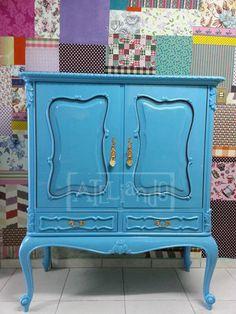 Ateliando - Customização de móveis antigos  Nossa versão customizada em laca azul turquesa.  Móvel restaurado e customizado pelo nosso atelier.