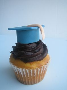 graduation cupcake by D'vyne Confections