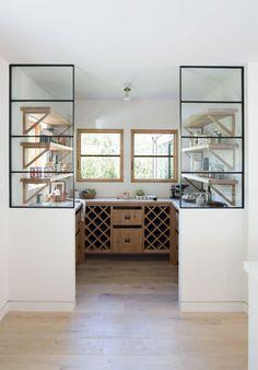 semi-closed kitchen nook Design by Simo Design Floating Glass Shelves, Glass Shelves Kitchen, Kitchen Nook, Closed Kitchen Design, Pantry Design, Interior Design Kitchen, Built In Shelves, Open Shelving, Shelving Brackets