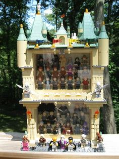 Lego Minifigure Display, Lego Display, Harry Potter Dolls, Lego Harry Potter, Legos, Lego Hogwarts, Lego Village, Harry Potter Printables, Amazing Lego Creations