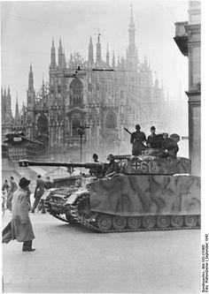 """Guerra di liberazione italiana - WikipediaUn Panzer IV della divisione di Waffen SS """"Leibstandarte Adolf Hitler"""" presidia Piazza Duomo a Milano, subito dopo l'occupazione tedesca seguita all'armistizio proclamato l'8 settembre 1943"""