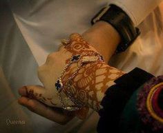 Amazing Henna design combined with a simple bracelet.
