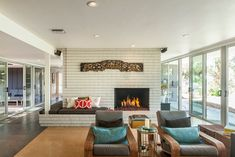 Lovely, Glassy Mid-Century Mod in La Cañada Flintridge Sits On a Whole Acre of Land