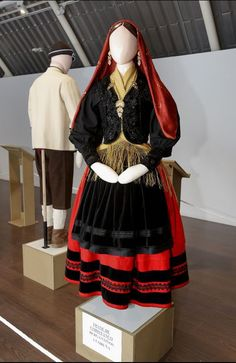 Carballo presume de espectaculares e verdadeiros traxes galegos. Folk Costume, Costumes, Spanish Costume, Bad Girl Aesthetic, Vintage Recipes, Traditional Dresses, Folklore, Popular, Bride