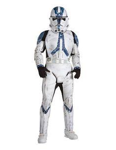 Star Wars Clonetrooper Deluxe Kinder Kostüm Lizenzware weiss-blau-schwarz, aus unserer Kategorie Film- & Promikostüme. Die Clonetrooper waren die Standardinfanterie der Republik während der Clone Wars. Als Vorläufer der späteren Stormtrooper waren sie gefürchtete Kämpfer, die letztendlich mit für den Untergang der Jedi verantwortlich waren. Ein fantastisches Kinderkostüm für kleine Star Wars Fans - perfekt für Karneval und Mottopartys.