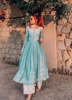 Party Wear Indian Dresses, Pakistani Fashion Party Wear, Pakistani Dresses Casual, Pakistani Bridal Wear, Dress Indian Style, Indian Wedding Outfits, Indian Outfits, Indian Fashion, Stylish Dresses For Girls