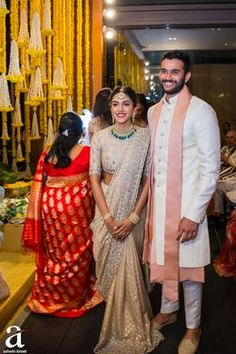 Shravya And Sharan's Engagement - Ashwin Kireet Photography Pictures Indian Wedding Gowns, Indian Gowns Dresses, Indian Bridal Outfits, Indian Bridal Lehenga, Indian Bridal Fashion, Indian Wedding Pictures, Indian Engagement Outfit, Engagement Saree, Engagement Outfits