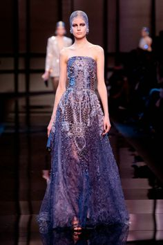 See all the Collection photos from Giorgio Armani Prive Spring/Summer 2014 Couture now on British Vogue Couture Week, Haute Couture Dresses, Spring Couture, Style Couture, Haute Couture Fashion, Armani Prive, Giorgio Armani, Fashion Week, Fashion Show