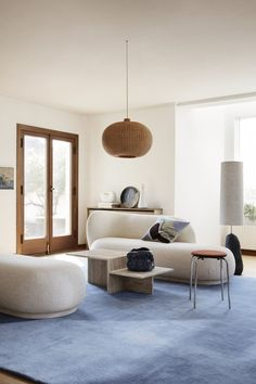 Give your home a new look with designer cushions by ferm LIVING in modern colours, fascinating textures and patterns in more sizes. Japanese Minimalism, Cushions, Pillows, Bean Bag Chair, Ottoman, Lounge, House Design, Living Room, Furniture