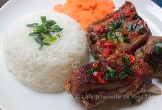 Travers de porc grillés à la citronnelle (sườn nướng sả) - La kitchenette de Miss Tâm Kitchenette, Nigerian Food, Lemon Grass, Food Plating, Meatloaf, Mashed Potatoes, Food To Make, Rice, Favorite Recipes
