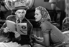 Ha muerto Mickey Rooney, uno de los niños prodigio del cine clásico estadounidense, a los 93 años. Participó en más de 200 largometrajes. Se casó ocho veces. En la imagen, leyendo con Martha O'Driscoll en una escena de «Judge Hardy and Son», de George B. Seitz, 1939): «Siempre hay que casarse por la mañana; así, si no funciona, no habrás perdido todo el día». https://www.veniracuento.com/