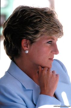 Diana (Diana Frances Spencer) Princess of Wales, UK was the wife of Charles (Charles Philip Arthur George) Prince of Wales, the Child & heir of Queen Elizabeth II (Elizabeth Alexandra Mary) Very pensive look! Royal Princess, Prince And Princess, Princess Charlotte, Princess Of Wales, Royal Queen, Prince Harry, Lady Diana Spencer, Princesa Diana, Kate Middleton