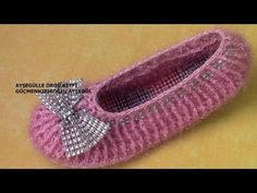 Babet Patik EV AYAKKABISI MODELİ - YouTube Soft Slippers, Knitted Slippers, Slipper Socks, Crochet Stars, Crochet Videos, Diy Crochet, Shoe Boots, Shoes, Crochet Clothes