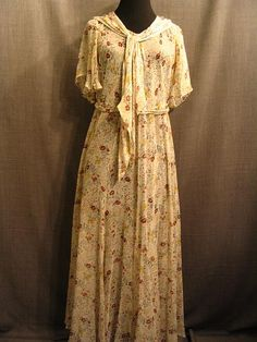 Costumes/20th Century/1930's/Women's Wear/1930's Women's Dresses/09019593 Dress, 1930's, cream silk organza floral print, C40 W34