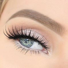 Light pink eyeshadow with some amazing lashes! Such a pretty eye look!