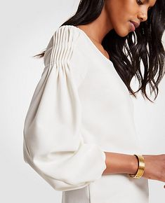 Shop Ann Taylor for effortless style and everyday elegance. Our Twist Sleeve Top is the perfect piece to add to your closet. Abaya Designs, Blouse Designs, Abaya Fashion, Fashion Dresses, Smocks, Sleeves Designs For Dresses, Fashion Details, Fashion Design, Elegant Outfit