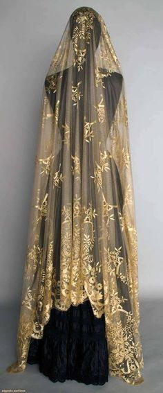 augustaauctions:  Mid 19th century Cream Silk Lace Veil