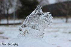 ľad zapichnutý v snehu :)