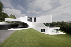 Dream home design ideas. Contemporary house designs have a whole lot to offer to a modern occupant. Ultimately, the modern house style does not limit innovative minds at all. Architecture Design, Cabinet D Architecture, Amazing Architecture, Contemporary Architecture, Modern Contemporary, German Architecture, Architecture Panel, Architecture Portfolio, Small House Design