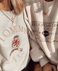 Tommy Jeans Embroidered Logo Sweatshirt - All About Fashion Trendy Outfits, Fall Outfits, Cute Outfits, Insta Outfits, Travel Outfits, Harley Davidson Sweatshirts, Vogue, Winter Mode, Daily Fashion