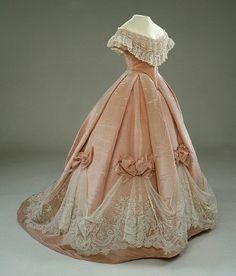 http://1.bp.blogspot.com/-IuWGEowG7cc/UHxy9iEed4I/AAAAAAAACPs/xaQ_ZrjosTI/s1600/Ballgown+1850s.jpg