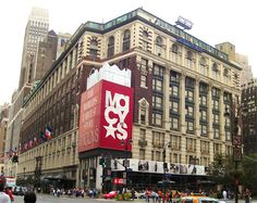 Image from http://cocktailsandjoints.com/images/features/cities/chicago/macys-christmas-holiday-decorations.jpg.