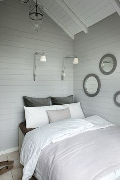 vintage white rustic decor modern - Bedrooms For Girls Rustic Houses Exterior, Living Spaces, Living Room, Cabin Design, House Design, Beautiful Bedrooms, Home Bedroom, Bedroom Beach, Cabin Interiors