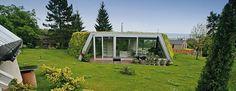 ksa - futuristická zemljanka - pohled ze zahrady - foto © Ján Studený