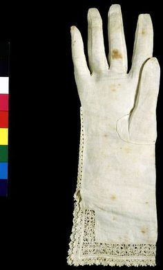 Linen Glove with cutwork and bobbin lace.  made in England C.1610