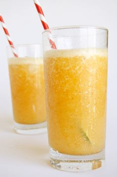 Fresh Peach Daiquiri (makes 2 large servings) - 2 oz. 2 small, ripe peaches, peeled and sliced. Liquor Drinks, Fruit Drinks, Alcoholic Drinks, Beverages, Cocktails, Cocktail Drinks, Refreshing Drinks, Summer Drinks, Fresh Lime Juice
