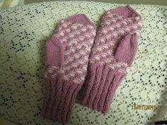 Arkimamman Arkiralli: Kennolapaset Ohje Fingerless Gloves, Arm Warmers, Knit Crochet, Knitting Patterns, Fashion, Fingerless Mitts, Moda, Knit Patterns, Cuffs