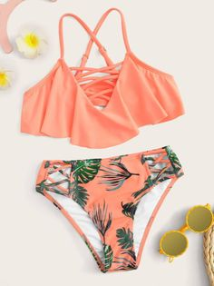 To find out about the Girls Criss Cross Flounce Bikini at SHEIN, part of our latest Girls Swimwear ready to shop online today! Bathing Suits For Teens, Summer Bathing Suits, Swimsuits For Teens, Cute Bathing Suits, Women Swimsuits, Cute Bikinis, Cute Swimsuits, Monokini Swimsuits, Dope Outfits