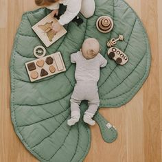 Leaf blanket, organic playmat for kids. Baby Decor, Nursery Decor, Diy Bebe, Leaf Crafts, Baby Play, Baby Sewing, Baby Accessories, Future Baby, Baby Love