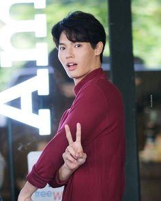 Korean Men, Asian Men, Donny Pangilinan, Cute Boy Photo, Win My Heart, Bright Pictures, Cute Gay Couples, Handsome Faces, Boy Photos
