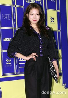 awesome Park Shin Hye is fashionable lady at LUCKY CHOUETTE 2015 S/S Fashion Show