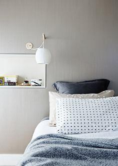 The Design Files Kuvat: Lucy Feagins Moderni koti - A Modern Home Europaconcorsi . Dream Bedroom, Home Bedroom, Modern Bedroom, Master Bedroom, Bedroom Decor, Bedroom Lighting, Bedroom Inspo, Master Suite, Australian Interior Design