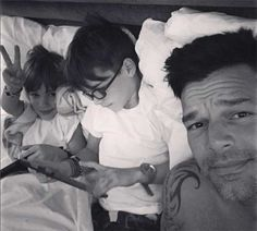 Your Daily Dose of Ricky Martin Ricky Martin Kids, Las Vegas, Valentino, Ways To Wake Up, Tyler Hoechlin, Father And Son, Gay Pride, Love Him, Celebs