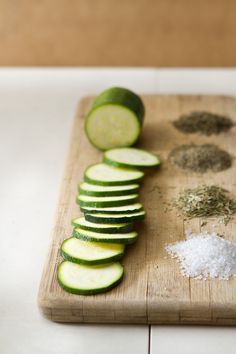 Baked Rosemary and Basil Zucchini Chips | Rue