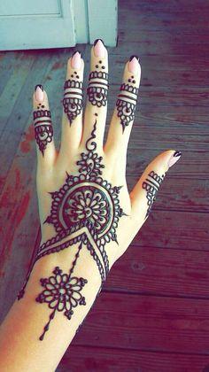 Mehndi is something that every girl want. Arabic mehndi design is another beautiful mehndi design. We will show Arabic Mehndi Designs. Henna Tattoo Hand, Hand Tattoos, Simple Henna Tattoo, Et Tattoo, Henna Art, Mandala Tattoo, Henna Mehndi, Easy Hand Henna, Tribal Henna
