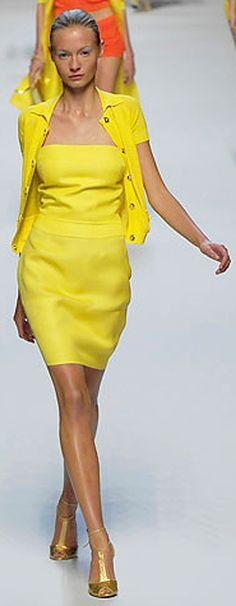 Blumarine Spring 2008 Ready-to-Wear Fashion Show - Charlotte di Calypso World Of Fashion, High Fashion, Fashion Show, Woman Fashion, Runway Fashion, Yellow Fashion, Shades Of Yellow, Mellow Yellow, Fashion Pictures