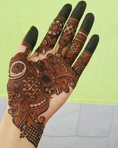 Mehndi henna designs are always searchable by Pakistani women and girls. Women, girls and also kids apply henna on their hands, feet and also on neck to look more gorgeous and traditional. Easy Mehndi Designs, Latest Mehndi Designs, Indian Mehndi Designs, Henna Art Designs, Mehndi Designs For Girls, Mehndi Designs For Beginners, Mehndi Design Photos, Wedding Mehndi Designs, Beautiful Mehndi Design