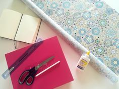 Comment réaliser une boîte de rangement en tissu? – Mon Totem Diy Box, Origami, Fabric, Projects, How To Make, Handmade, Crafts, Instagram Twitter, Fabric Covered Boxes