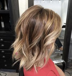 Kurz Mittel Balayage Haarschnitte Balayage Hair Color Ideas For Shoulder-Length Hair. Hot ombre hairstyle after balayag e, balayage, hairstyles, medium-long hair and dark brown examines … Messy Bob Hairstyles, Lob Hairstyle, Hairstyles 2018, Pixie Haircuts, Layered Hairstyles, Middle Hairstyles, Gorgeous Hairstyles, Hairstyle Ideas, Burgundy Hairstyles