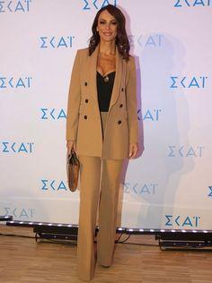 75965d2924bd Που θα βρεις τα πιο μοντέρνα κοστούμια σαν αυτό της Μπέτυ Μαγγίρα - JoyTV