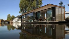"""Boathouses: Houses """"on the Lake"""" - Romeo & Giulietta's Hideaway Inn Floating Architecture, Contemporary Architecture, Bungalow, Houseboat Living, Cargo Container Homes, Water House, Floating House, Boat Design, Modular Homes"""