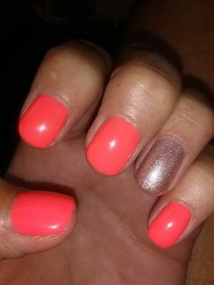 Bright shellac with accent nail