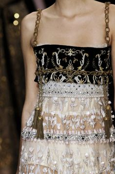 La Mode et Couture Dolce & Gabbana Fall 2006 Runway Details Haute Couture Style, Couture Mode, Couture Details, Fashion Details, Look Fashion, Couture Fashion, Runway Fashion, High Fashion, Fashion Show