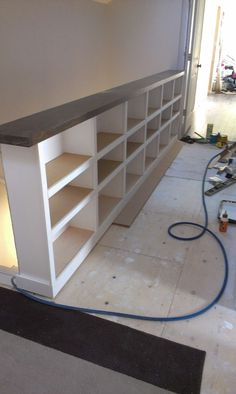 Top of stairs. Elephant Buffet - Diy - Make the most of your space with a staircase railing bookcase combinationElephant Buffet: How To Keep From Falling Down A Staircase And adding storage for booksElephant Buffet - Diy - oh my god this is genius expecia Diy Stair Railing, Staircase Railings, Loft Stairs, Banisters, Staircase Bookshelf, Diy Bookshelf Wall, Staircase Diy, Decorate Bookshelves, Modern Railing