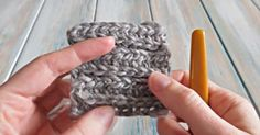 Create a knitting effect using the half double crochet stitch